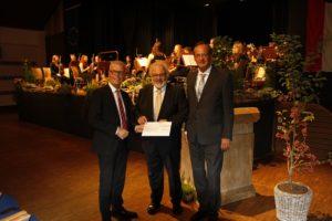Regionalstiftung der Sparkasse übergibt Spende an die Musik- und Kunstschule
